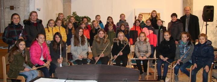 SchülerInnen wirkten beim 2. Adventgottesdienst in der Pfarrkirche Rainbachmit