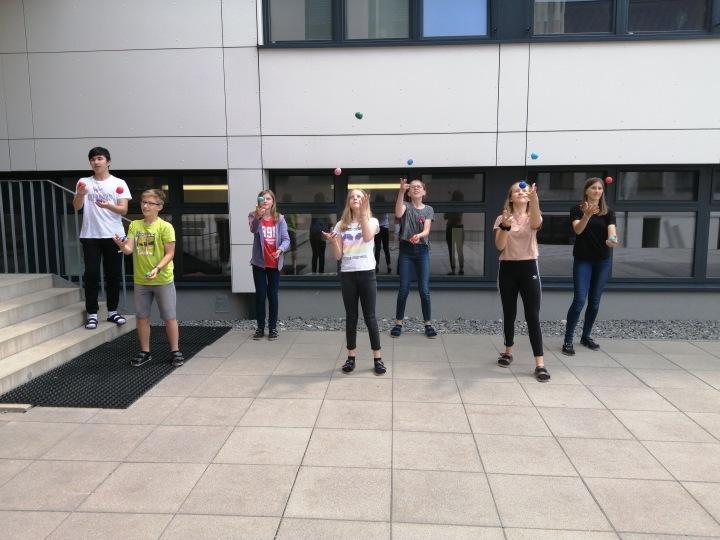 Jonglierbälle für alle Schülerinnen und Schüler der 1. Und 2.Klasse!